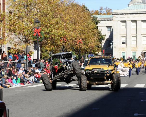 xmas-parade-11-14-2014
